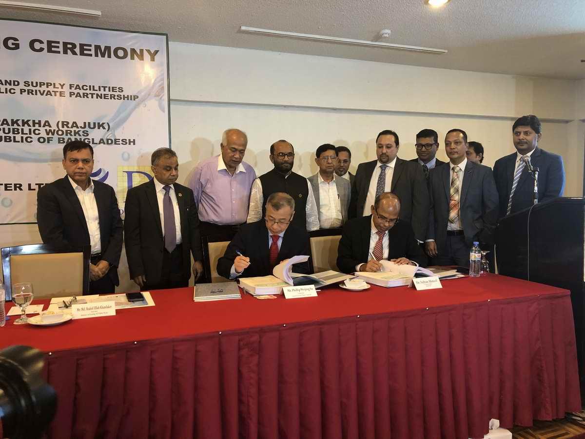 3-首都发展局局长Sultan Ahmed博士、联合亚博app官方下载集团董事长俞伟景先生签署PPP合同.jpg