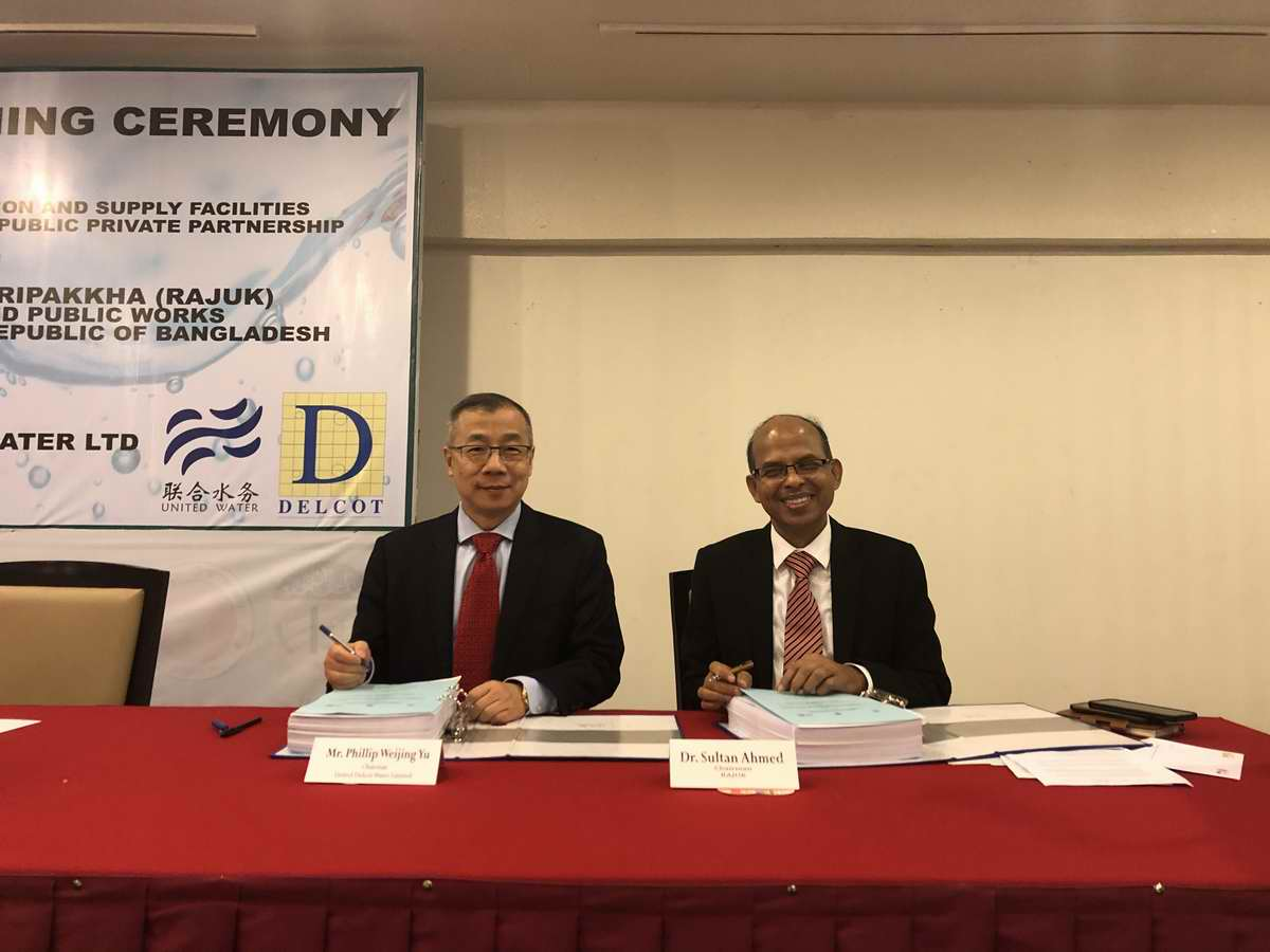 4-首都发展局局长Sultan Ahmed博士、联合亚博app官方下载集团董事长俞伟景先生签署PPP合同2.jpg